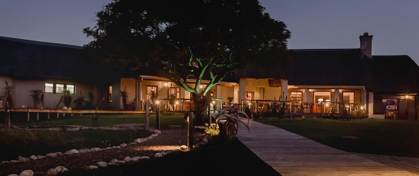 4 Star Hlosi Game Lodge, Amakhala Game Reserve for two nights from R4 700* pps - self drive