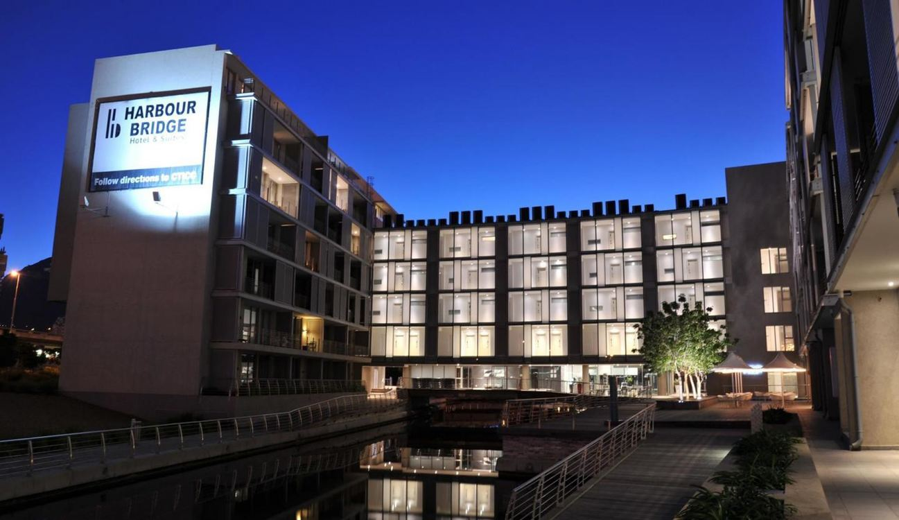 4 Star aha Harbour Bridge Hotel and Suites for two nights from R1 285* pps - self drive
